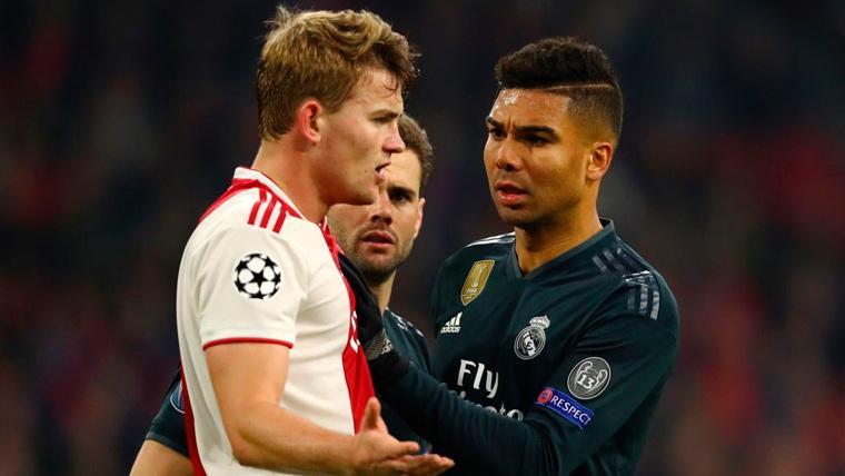Matthijs de Ligt en un partido con el Ajax