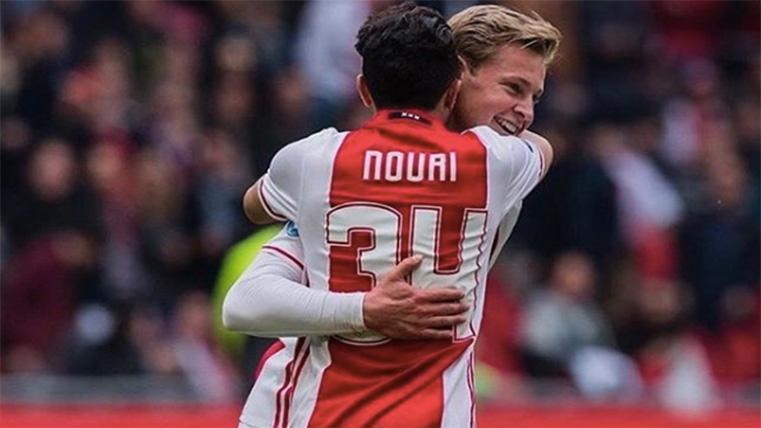 Frenkie de Jong y Nouri, abrazándose en una imagen de archivo