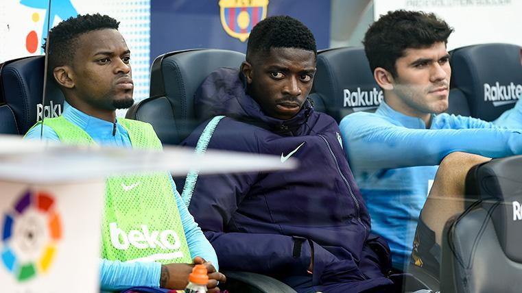 Ousmane Dembélé, junto a Semedo y Aleñá en el banquillo del Barça