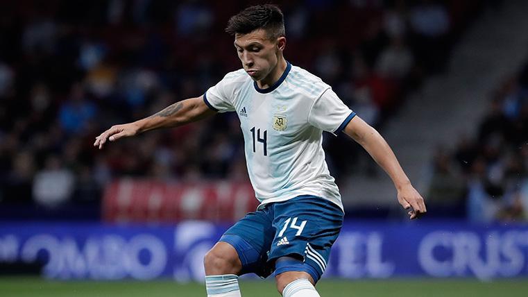 Lisandro Martínez en un partido con la selección de Argentina