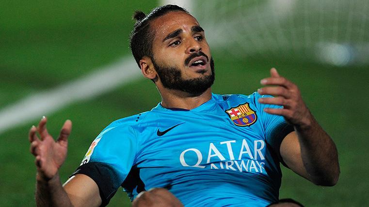 Adiós a Douglas por la puerta de atrás: El lateral se irá del Barça gratis este verano