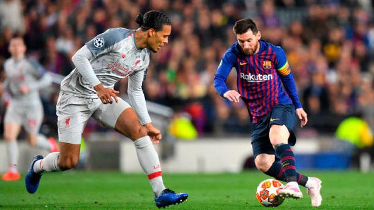 Virgil van Dijk, en una jugada con Leo Messi