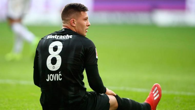 Los motivos que habrían llevado al Barça a descartar el fichaje de Jovic