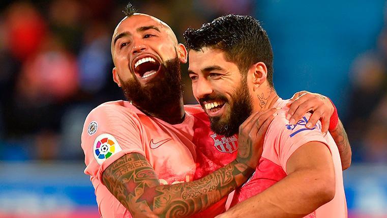 La charla de Arturo Vidal y Luis Suárez antes de enfrentarse en la Copa América