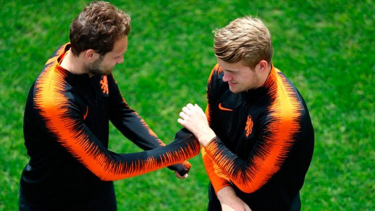 Daley Blind y Matthijs de Ligt en un entrenamiento de la selección de Holanda