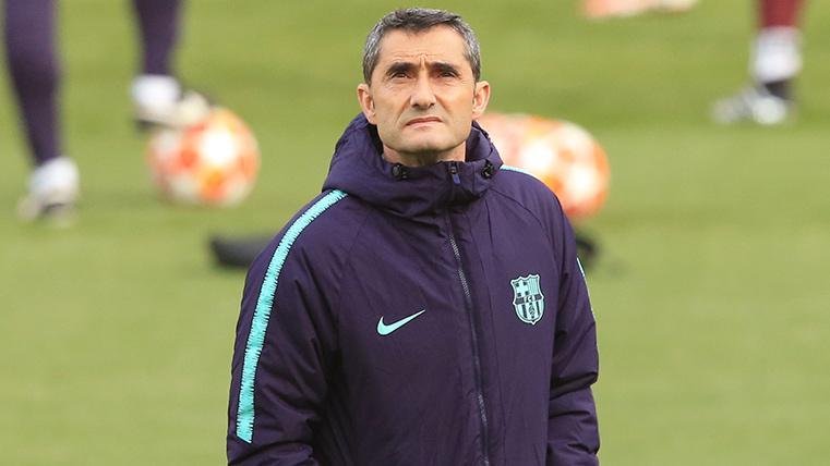 Ernesto Valverde, durante un entrenamiento del FC Barcelona