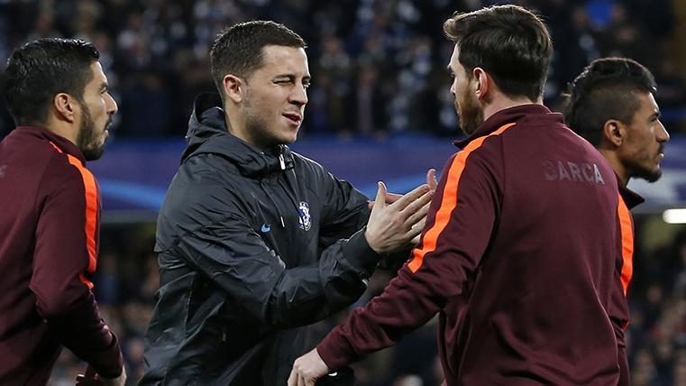 Eden Hazard y Leo Messi, saludándose antes de un Chelsea-Barça