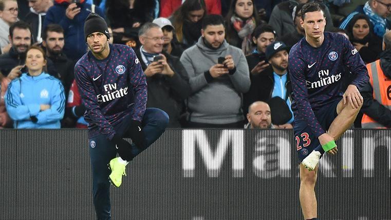 Neymar Jr y Julian Draxler, calentando antes de un partido con el PSG