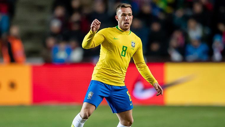 Tite se decide por Arthur, que será titular en el segundo partido de Brasil