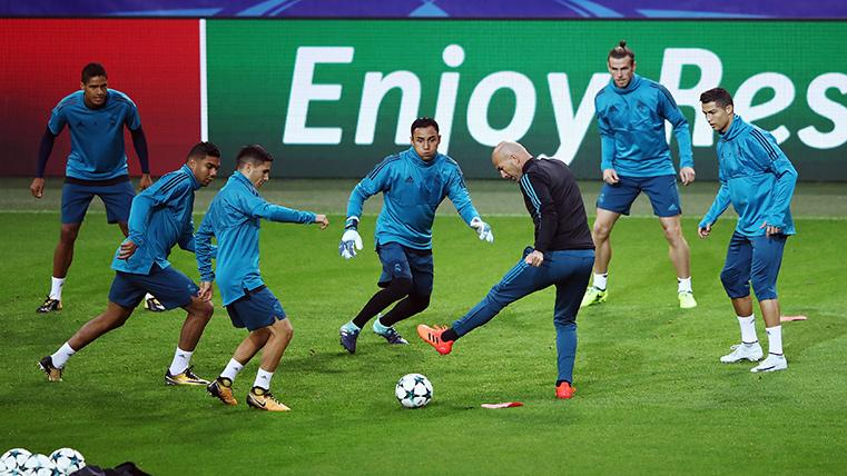 Real Madrid presenta su segundo uniforme