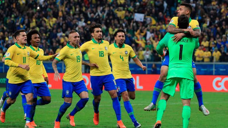 Los futbolistas de Brasil, celebrando la victoria