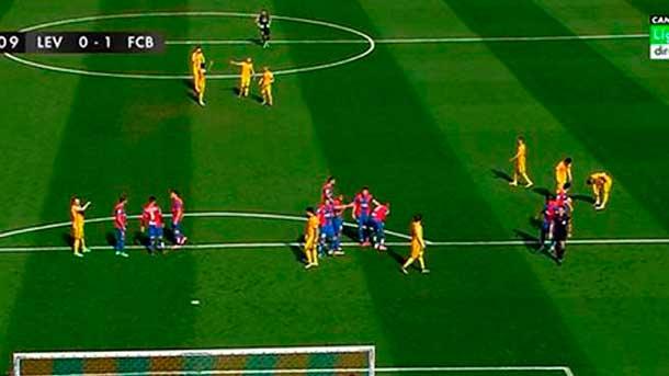 ¿Por qué estaba Claudio Bravo en el centro del campo durante el partido?