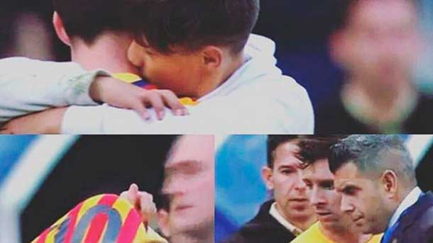 """Gesto de """"crack"""" de Leo Messi con un aficionado del M�laga"""