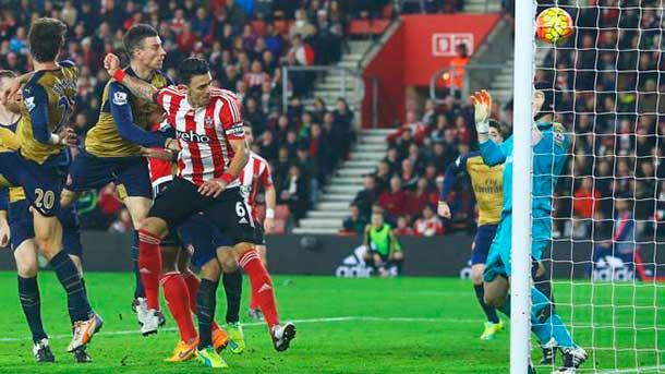 Hecatombe de un Arsenal que pudo ser líder (4-0)