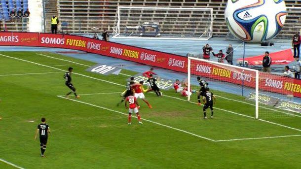 Funes Mori lanza un penalti que termina en desastre