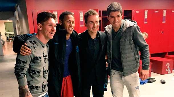 Jorge Lorenzo se cuela en el vestuario del FC Barcelona