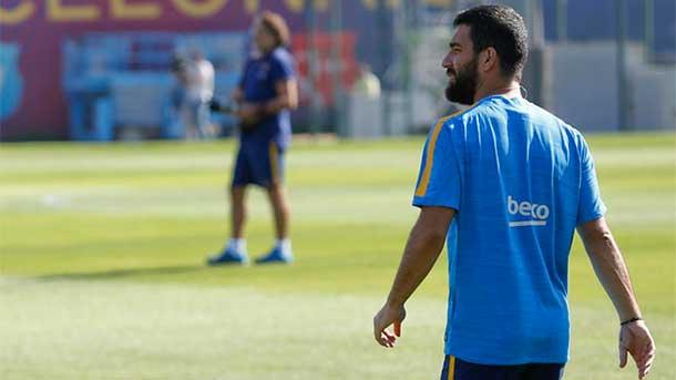 La RFEF y los clubes apoyarán al Barça con Arda Turan