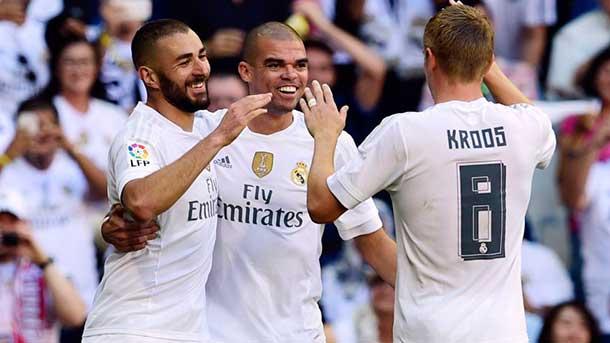 El Madrid ganó con ayudas y sigue a la caza del Barça (1-0)