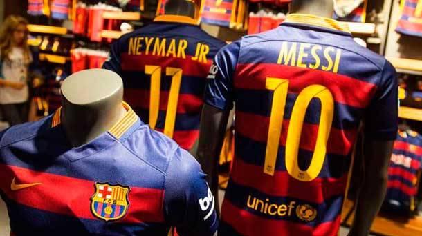 Ya es oficial  Nike hace al Barça el club mejor pagado del mundo - FC  Barcelona Noticias 74c97775014