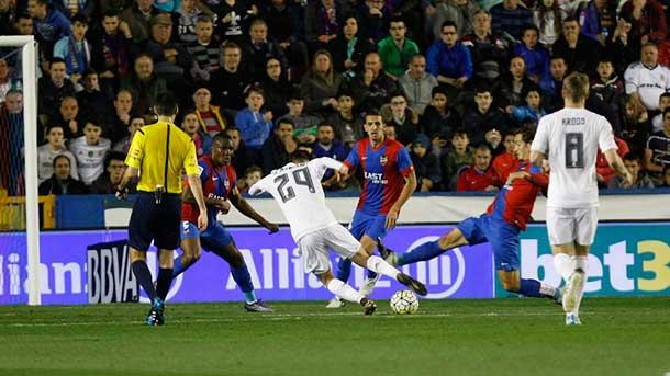 El Real Madrid sufrió para ganarle al colista de Liga (1-3)