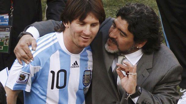 """Maradona, sobre Messi: """"Dejemos de hincharle las ..."""""""