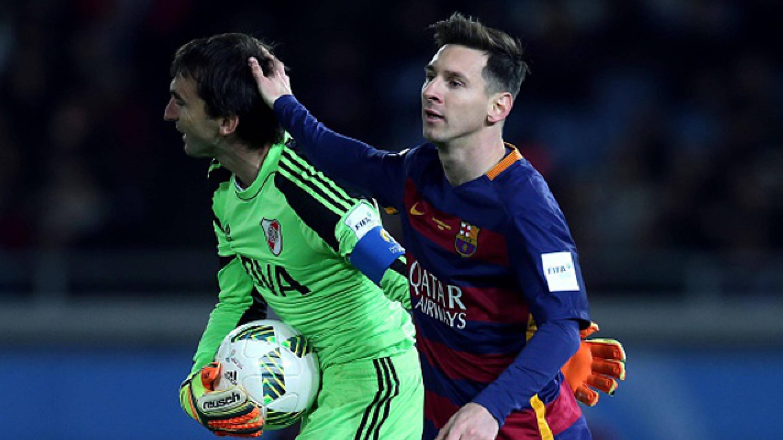 El tierno gesto de Messi con el hijo de Barovero