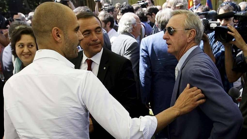 Johan Cruyff, orgulloso de evitar la salida de Guardiola