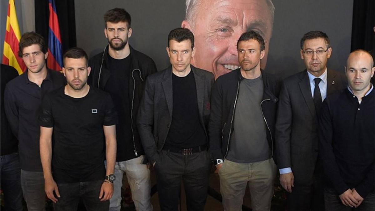 Los jugadores del FC Barcelona se despidieron de Johan Cruyff